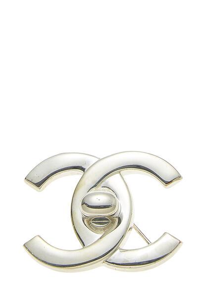 Silver 'CC' Turnlock Pin Large